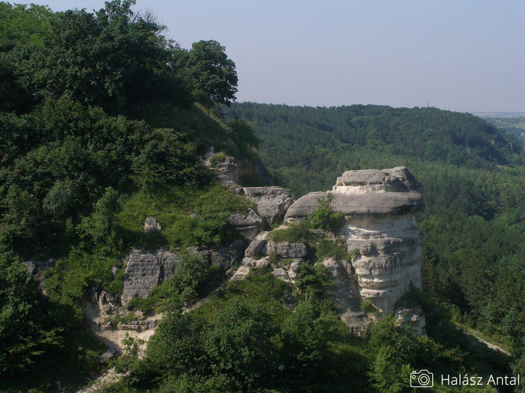 a Nyakas-kő, a Madárszirt felőli oldala